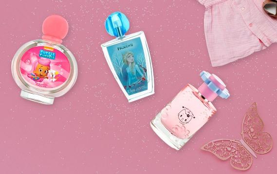 Perfumes para niñas en exhibición.