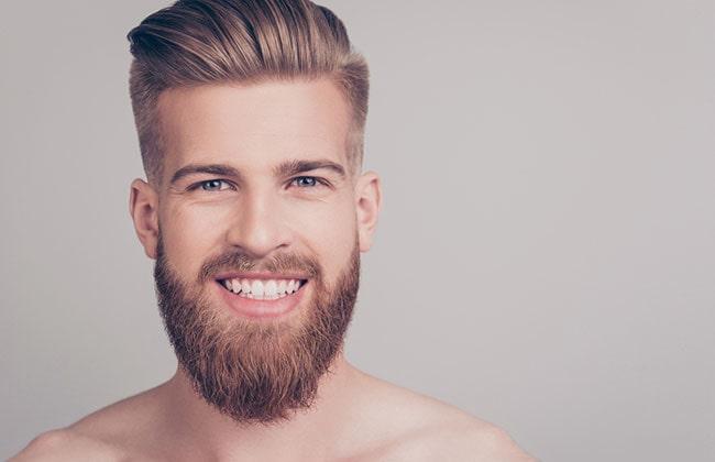 hombre con estilo de corte de barba redonda
