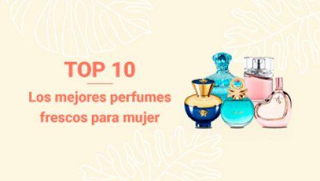 frascos de diferentes marcas de perfumes frescos para mujer en fondo tropical